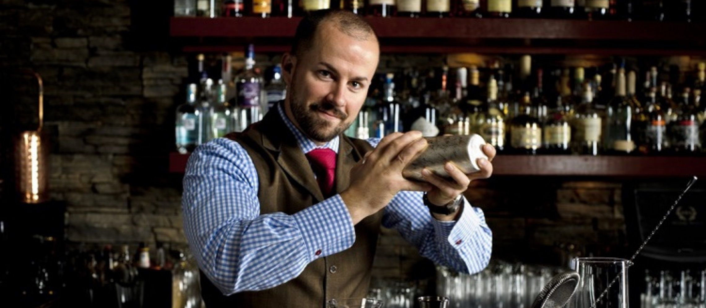 Photo for: Customer Service: What It Takes To Be A Good Bartender